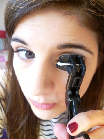 This is a pointless photo of me curling my lashes.